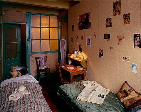 Former room of Anne and Fritz, photograph, 1998 © Photo collection of the Anne Frank House Amsterdam