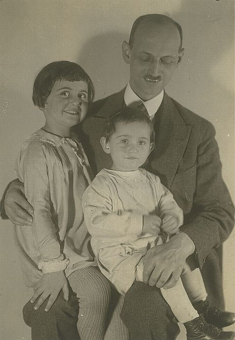 Otto Frank with Margot and Anne, 1931 © Photo collection of the Anne Frank House Amsterdam